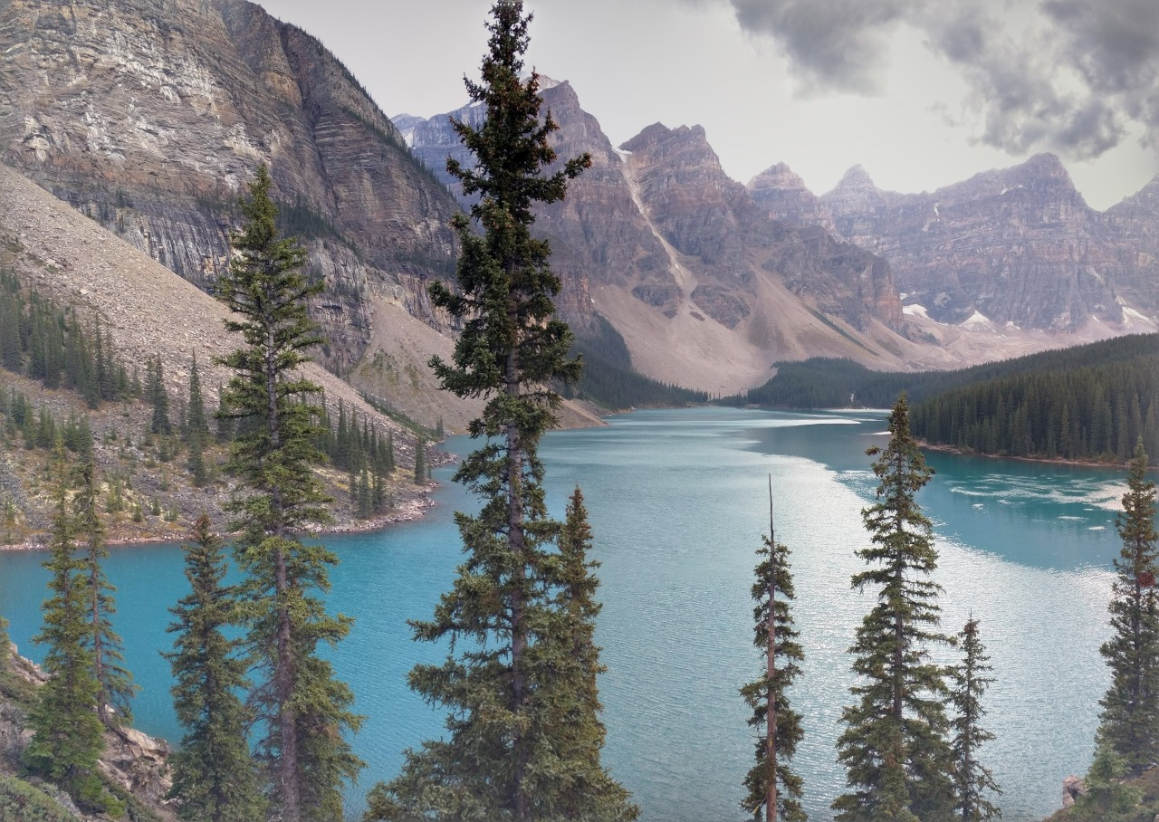 Picture of lake moraine in Cananda