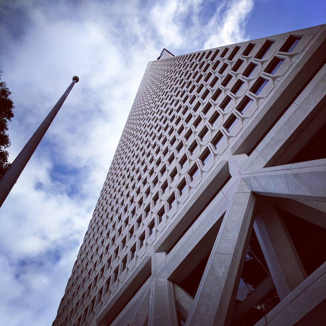 Picture of the Transamerica building in San Francisco